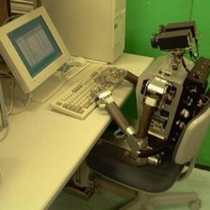 robot ved computeren